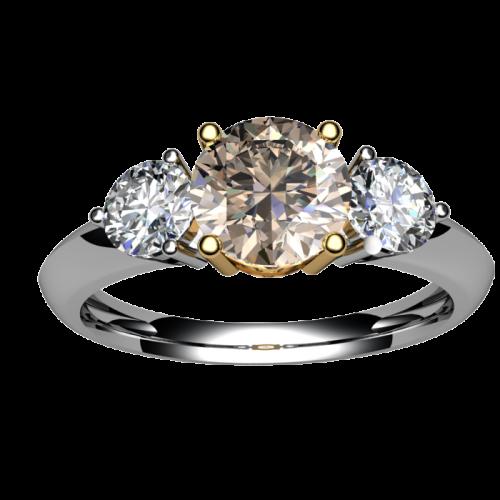 Золотое кольцо с тремя бриллиантами