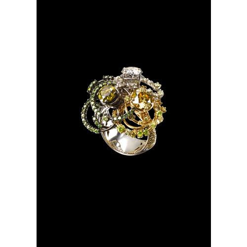 Эксклюзивное кольцо с fancy бриллиантами Diamond Trinity