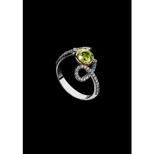 Эксклюзивное кольцо с fancy бриллиантом Funs