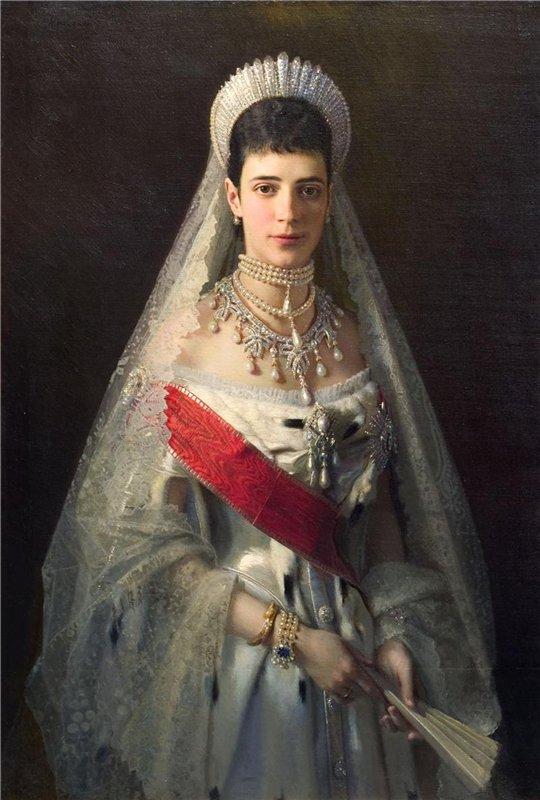 5 бриллиантовых кокошников российских императриц