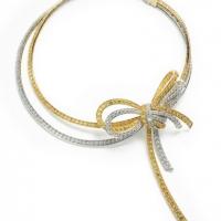 В 2004 году Дом Van Cleef & Arpels представили шедевр высокого ювелирного искусства – колье Nœud.