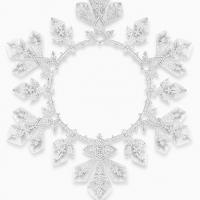 Ювелиры ищут вдохновение по всему свету, а потом передают свои эмоции через украшения. Так, на последней неделе моды Boucheron представил коллекцию Hiver Imperial, созданную под впечатлением от снежной зимы и величественного наследия русского императорского двора.