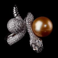 Кольцо Poison for pearl snake с натуральным морским жемчугом и бриллиантами. Коллекция buzzard