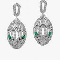 Серьги из платины с бриллиантами и изумрудами. Коллекция ювелирного дома Bvlgari